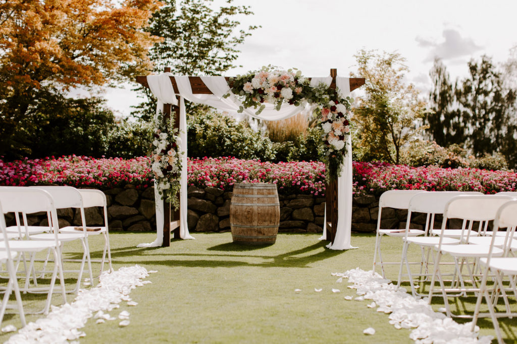 Boho-Wedding-Langdon-Farms-Wedding-Aurora-Oregon-LundynBridge-Photography-11